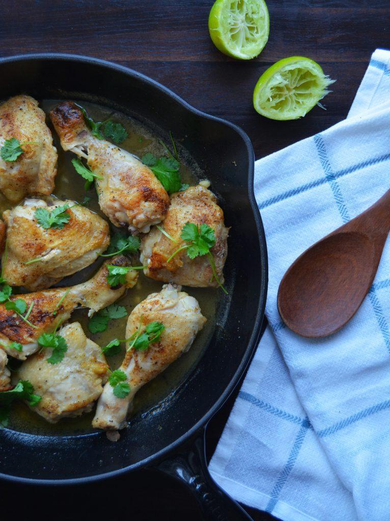 Kylling m. koriander- & limesaus